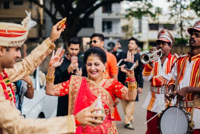 wedding photography at dancing